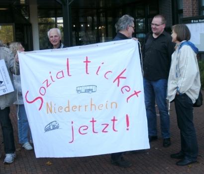 Sozialticket-Initiative protestiert für ihr Anliegen